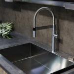 Achterwand en keukenblad met betonlook afwerking